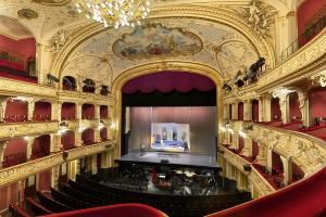 opera_calling_opernhaus_innen_buehne_905